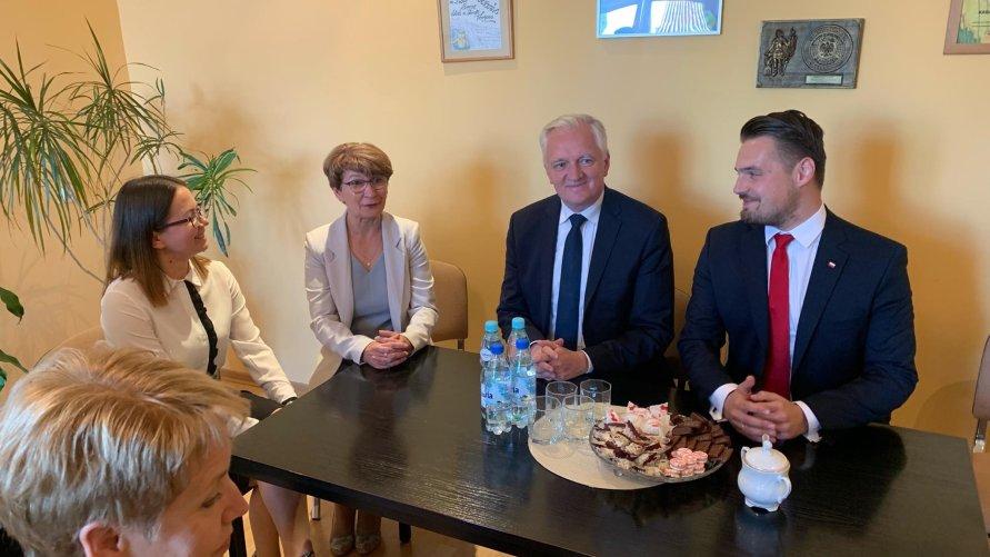 Premier Jarosław Gowin z wizytą w Gminie Dźwierzuty